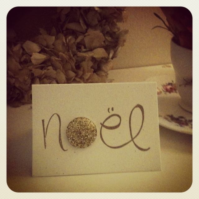 Noel card with glitter badge